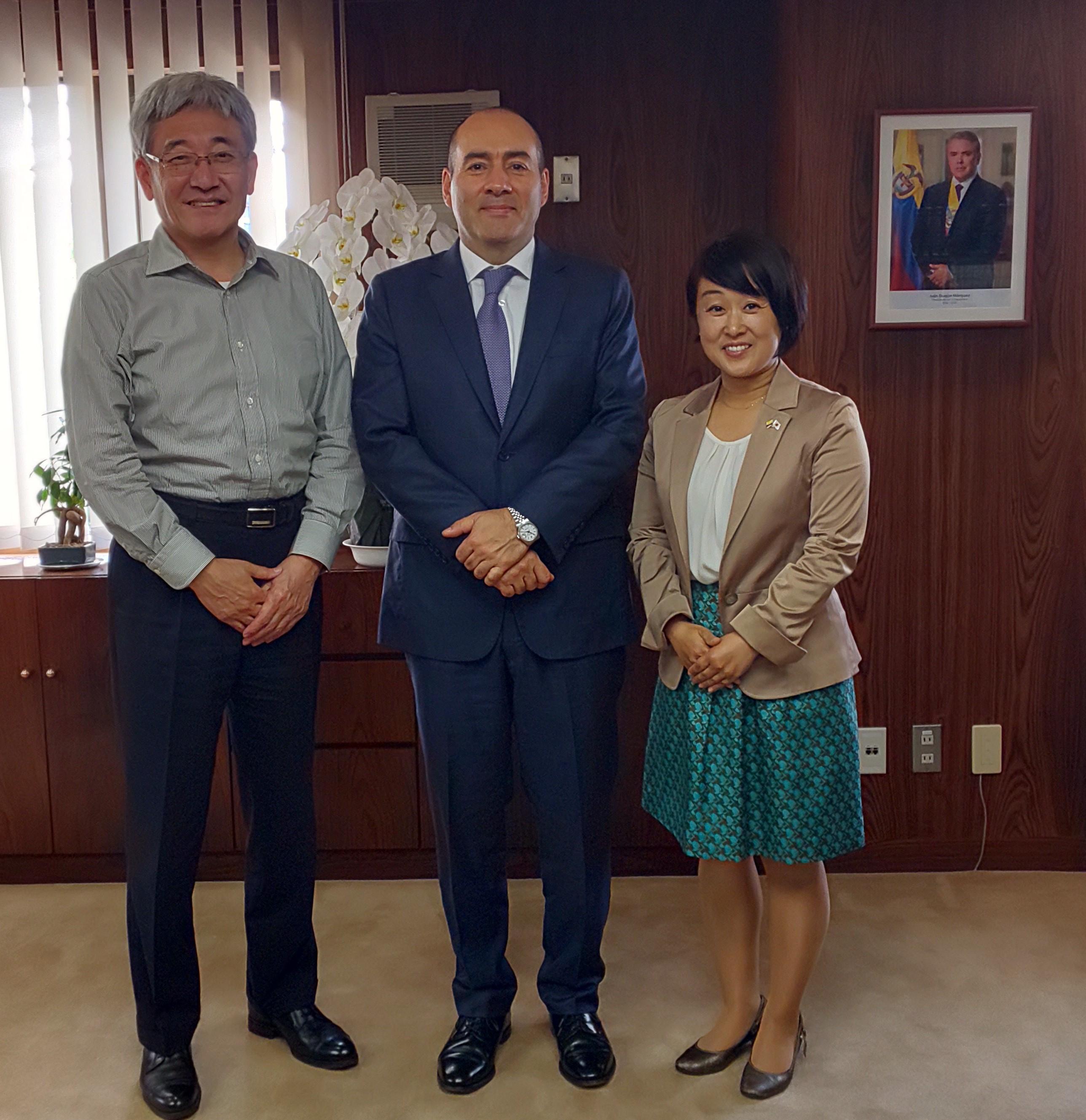 El Embajador de Colombia en Japón, Santiago Pardo, se reunió con el Director Ejecutivo de la Asociación Internacional de Universidades Maritimas (IAMU), Takeshi Nakazawa